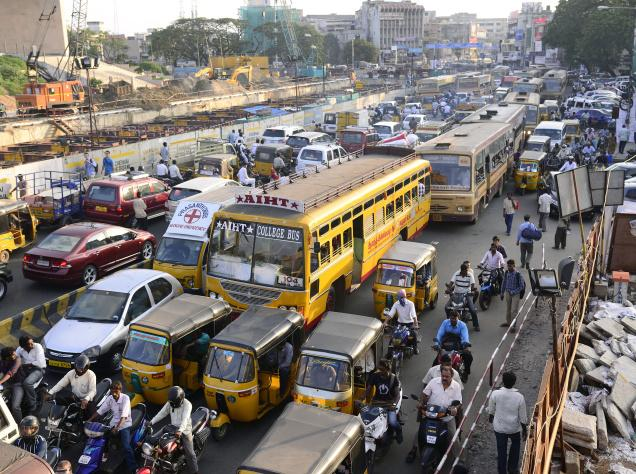 Photographie d'un embouteillage à Chennai en Inde.