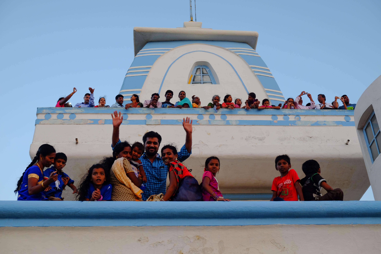 Indiens nous alpaguant au Ghandi Memorial a Kanyakumari