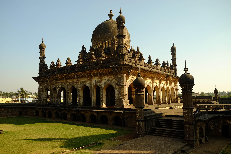 Mausolée d'Ibrahim Rouza à Bijapur
