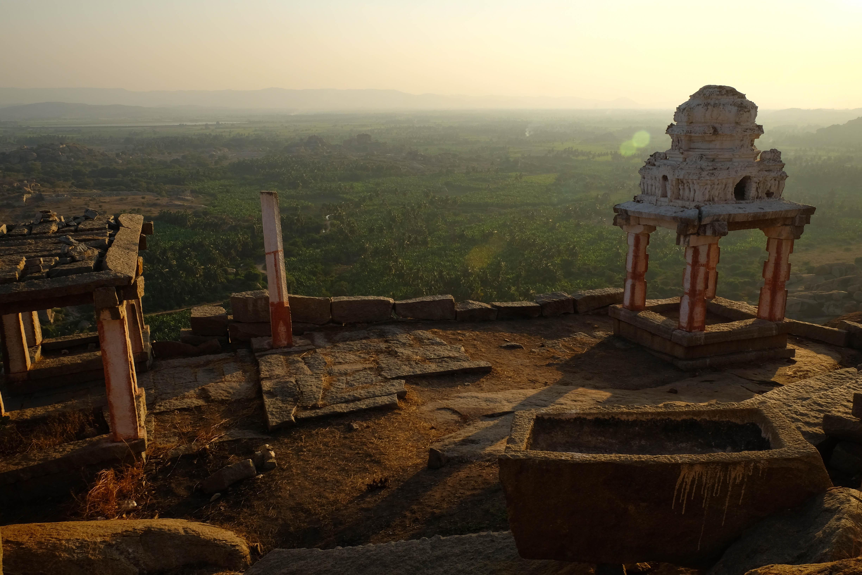 Temple de Mattanga Hill au coucher du soleil