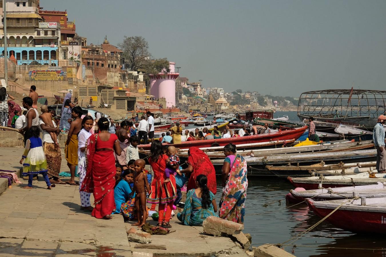 Hindous dans le Gange à Varanasi
