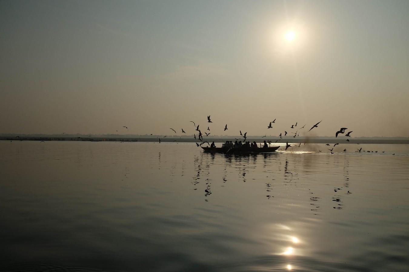 Barque sur le Gange au petit matin à Varanasi