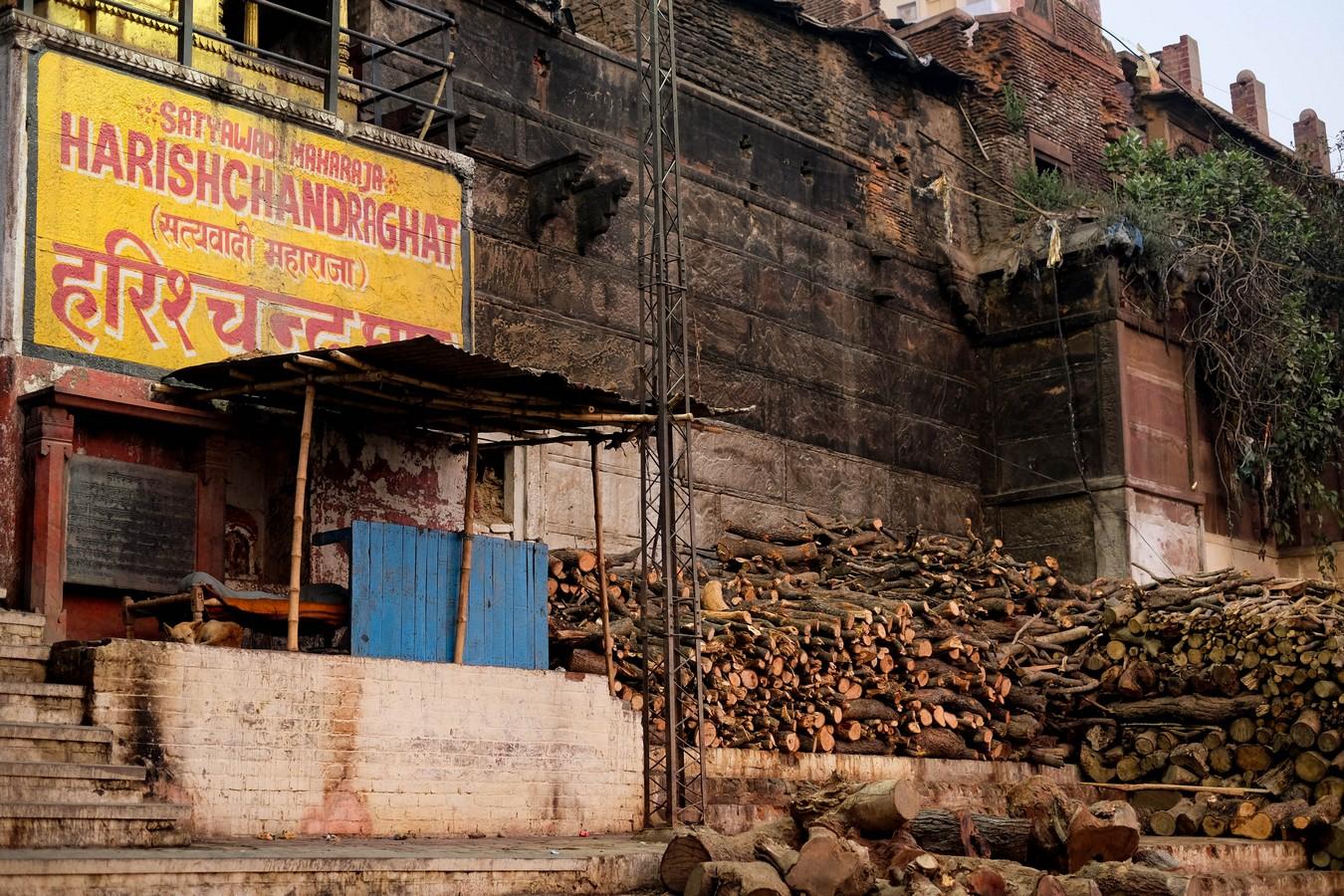 Bûches à crémation à Varanasi