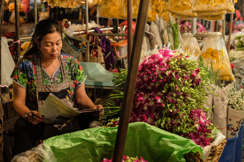 Stand sur le marché aux fleurs de Pag Klong Talat à Bangkok