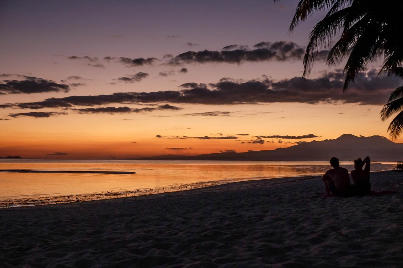 Coucher de soleil sur l'île de Siquijor aux Philippines.