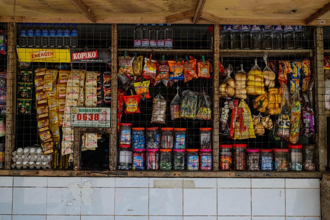 Vue d'un magasin de détail à Siquijor aux Philippines.