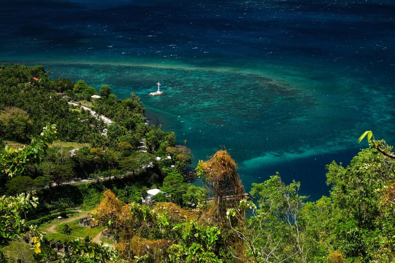 Vue de Sunken Cemetrey depuis le Old Volcano à Camiguin aux Philippines.