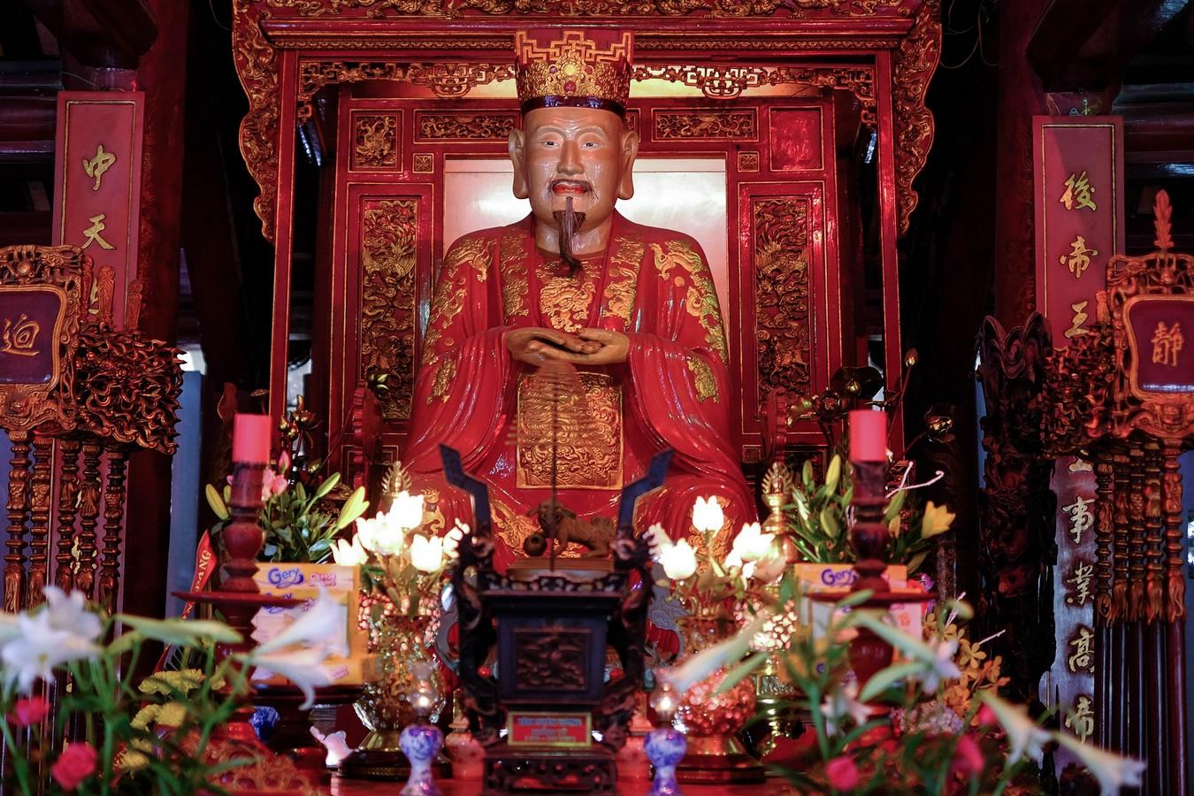 Confucius en son temple à Hanoi