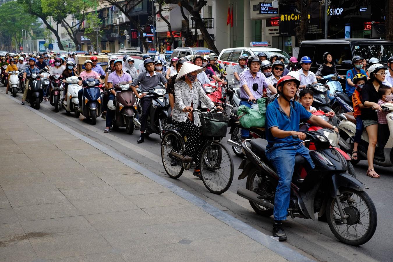 Horde de scooters à Hanoi