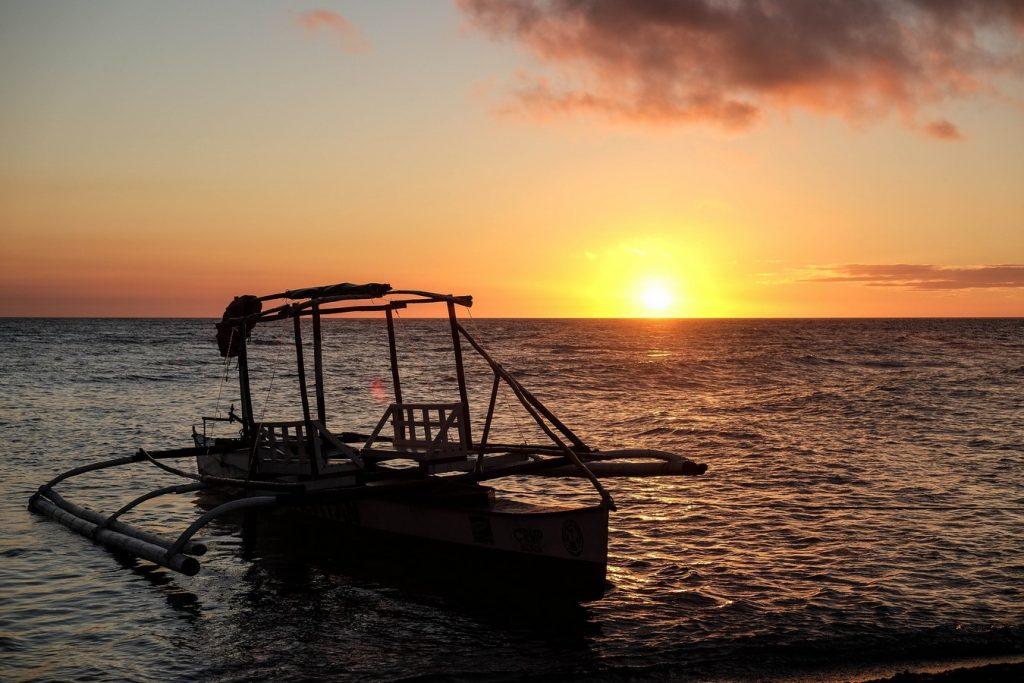 Couche de soleil à Camiguin aux Philippines
