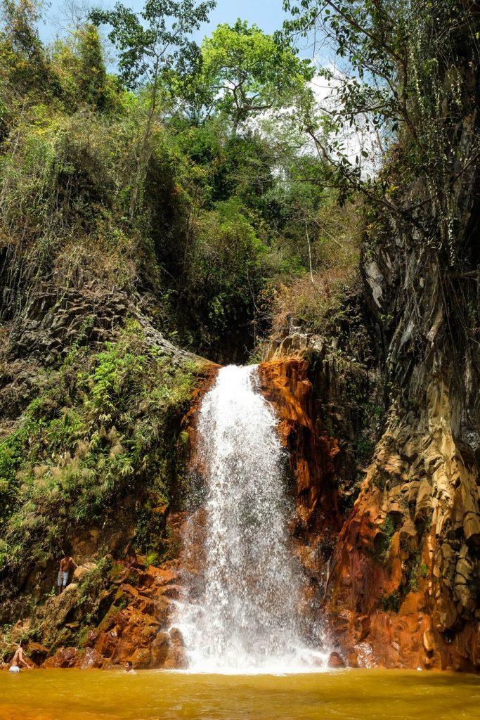 Pulang Bato watrefall dans la Red River Valley à Negros aux Philippines