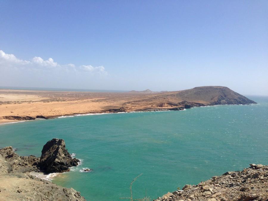 Vue du Pilòn de Azucar sur la pointe de Cabo de la Vela dans le désert de la Guajira en Colombie.