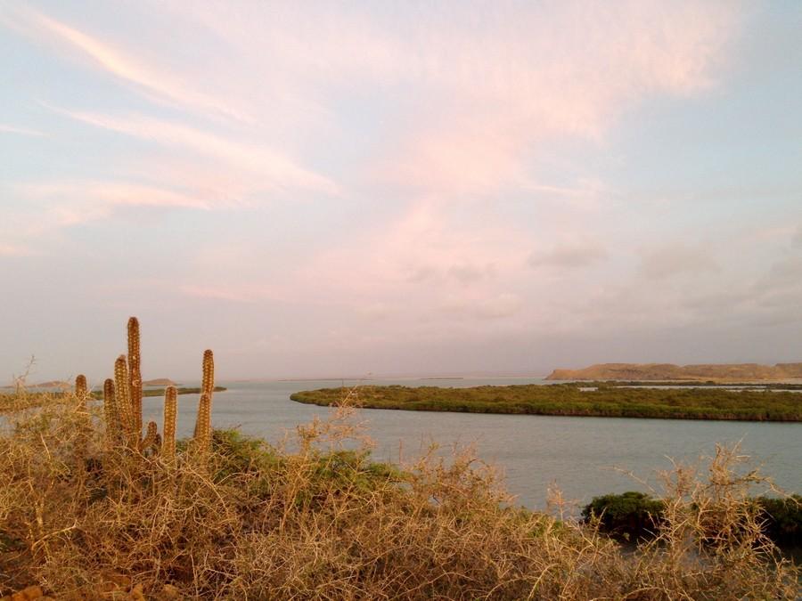 Coucher de soleil sur la bahia Hondita à Punta Gallinas en Colombie.