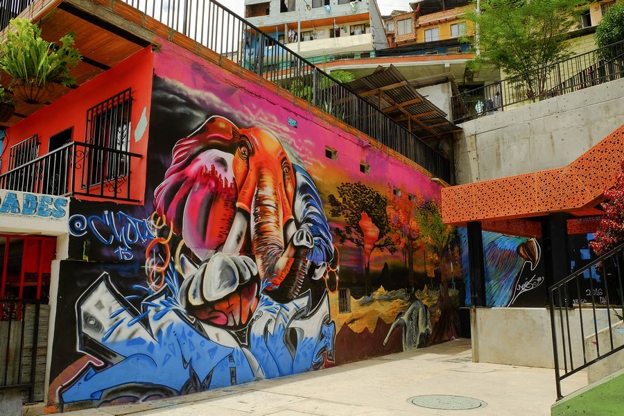 Graffiti dans les Escaleras de la Comuna 13 de Medellin en Colombie.