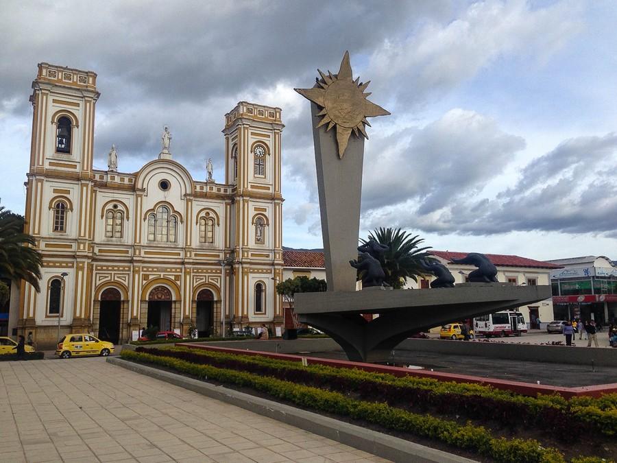 La place principale de Sogamoso en Colombie