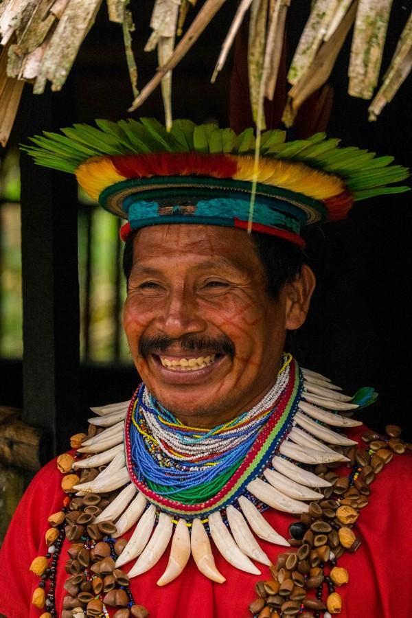 Shaman Siona dans la réserve de Cuyabeno en Amazonie en Equateur.