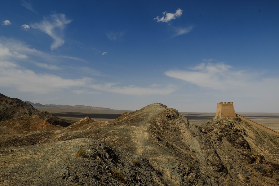 La fin de la Grande Muraille de Chine, à Jiayuguan.
