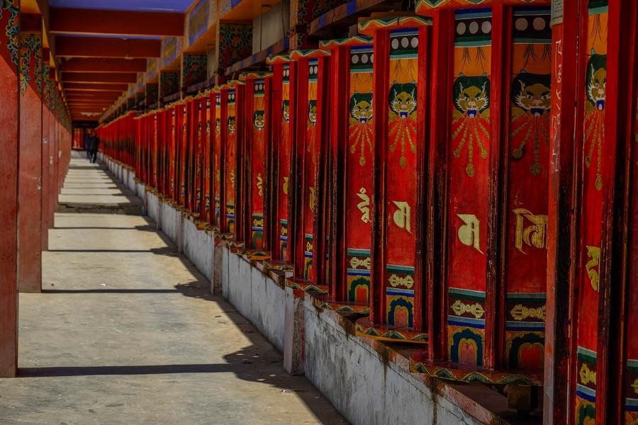 Les moulins à prières du monastère de Longwu, Tongren, Chine.