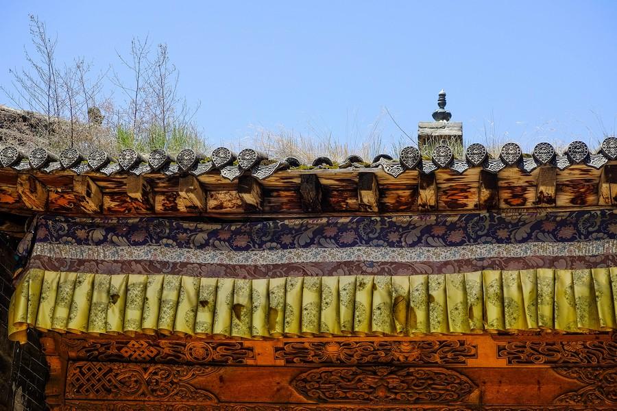Détail de temple dans la région de Tongren, Chine.