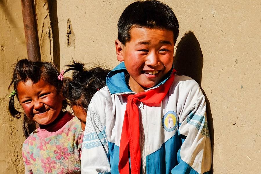 Enfants tibétains de la région de Tongren, Chine.