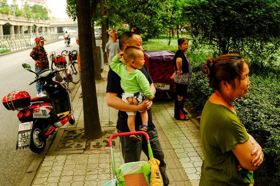 En Chine, les enfants ne portent pas de couches, mais une culotte fendue.