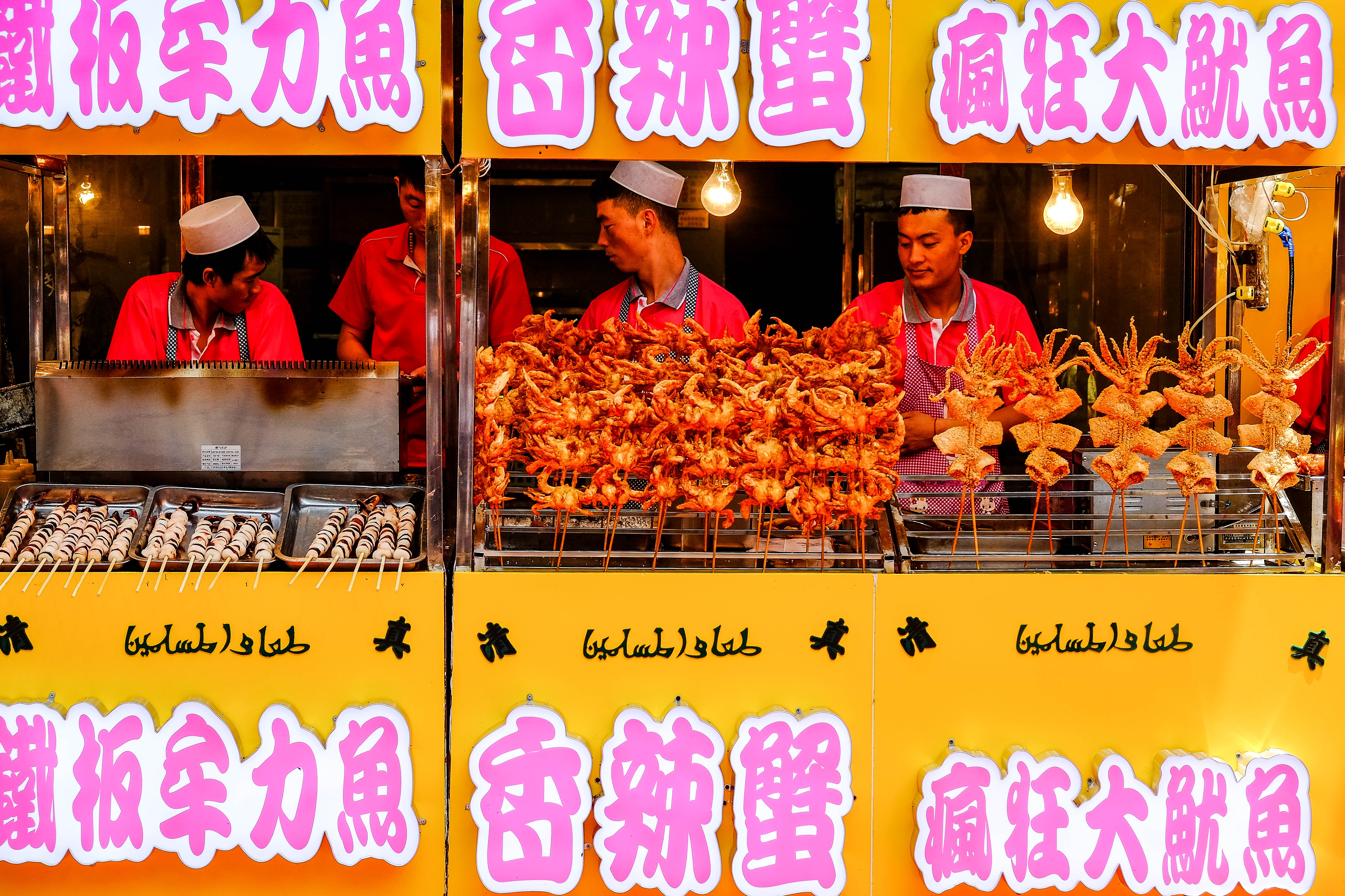 Stand de crabes et calamars frits à Xi'an, en Chine.