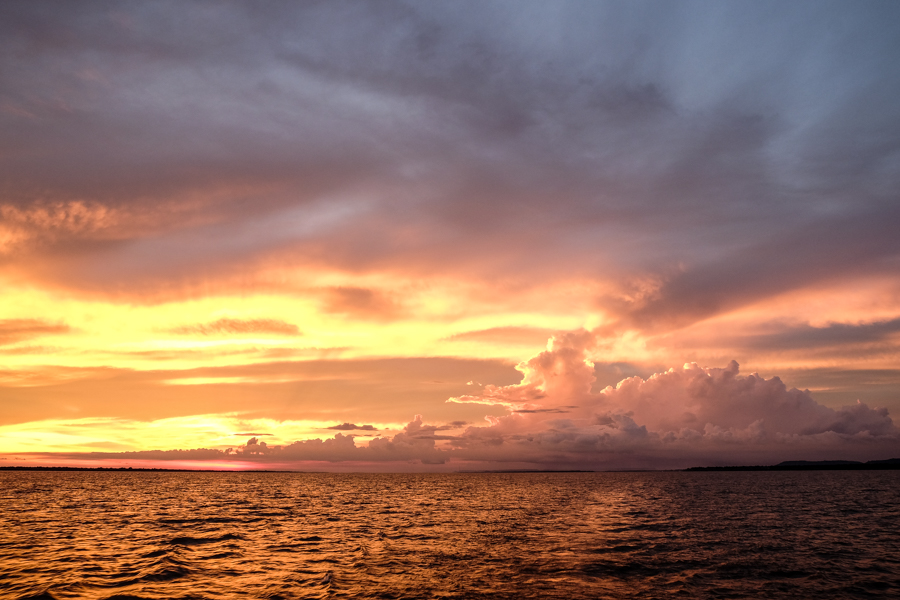 Coucher de soleil sur l'Amazone, Brésil.