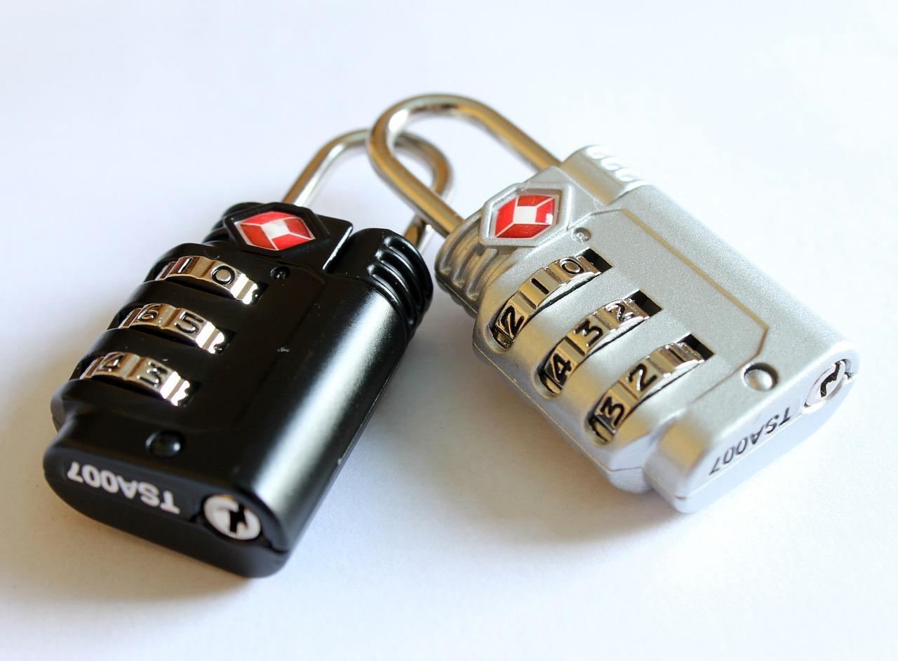 Les cadenas, des objets indispensables à glisser dans votre sac de voyage.