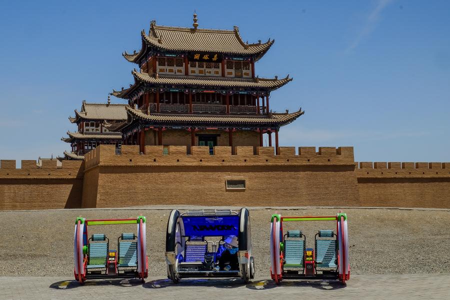 Gyropodes au fort de Jiayuguan, Chine.