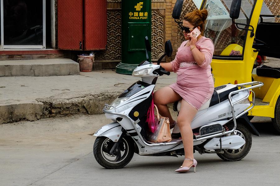 Femme Ouïghoure à Kashgar, en Chine.