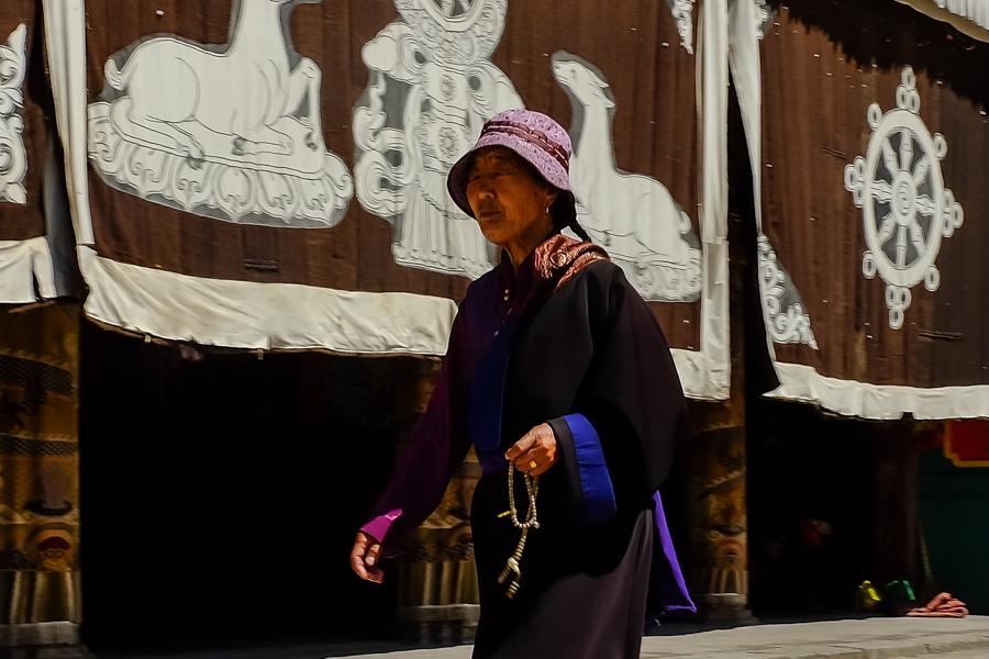 Pélerin au monastère de Tongren, Amdo, Chine.
