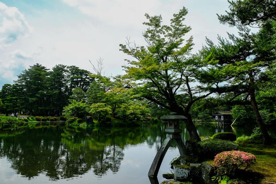 Le jardin de Kenroku-en , à Kanazawa, au Japon.