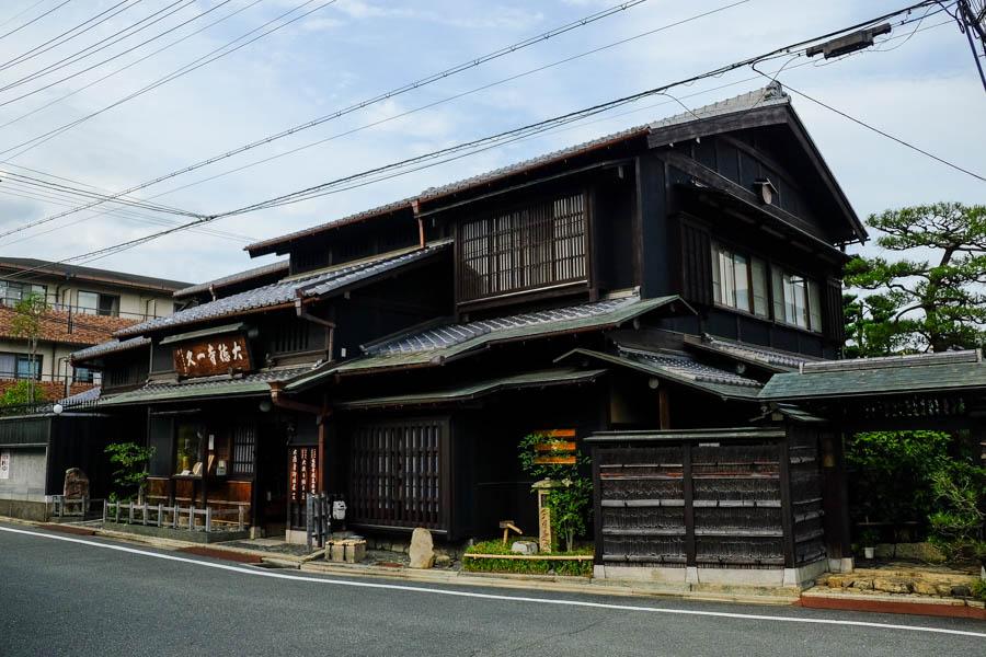Maison traditionnelle en bois à Kyoto, Japon.