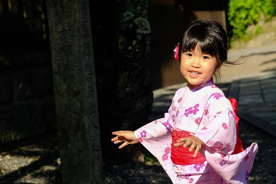 Jeune japonaise en tenue de geisha, Kyoto, Japon.