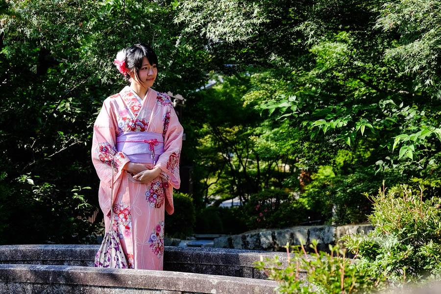 Jeune fille habillée en geisha, Kyoto, Japon.
