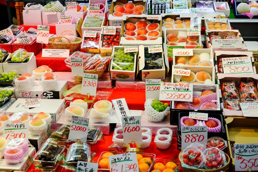 Stand de fruits à Osaka, Japon.