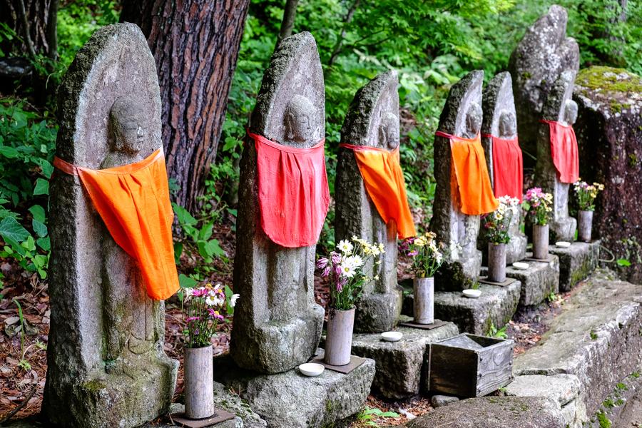 Statues bouddhistes à Hida, près de Takayama, Japon.