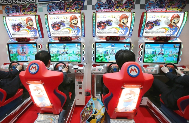 Mario Kart dans une salle d'arcade à Tokyo, Japon.