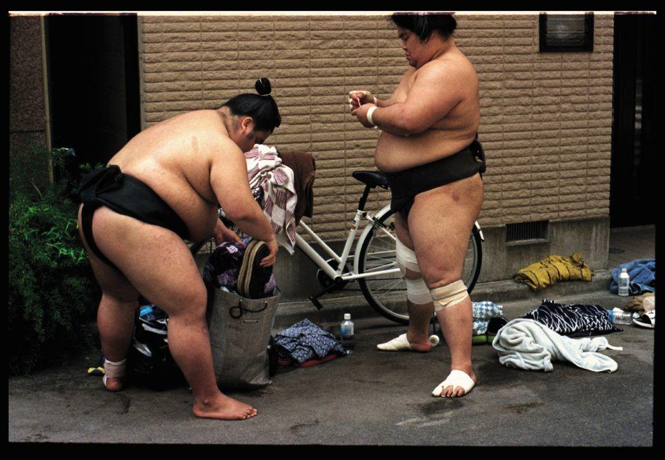 Voir des sumos se préparant à l'entrainement, l'une des activités gratuites à Tokyo.
