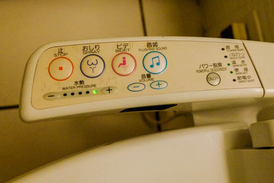 Les fameuses toilettes high-tech japonaises, à Tokyo.
