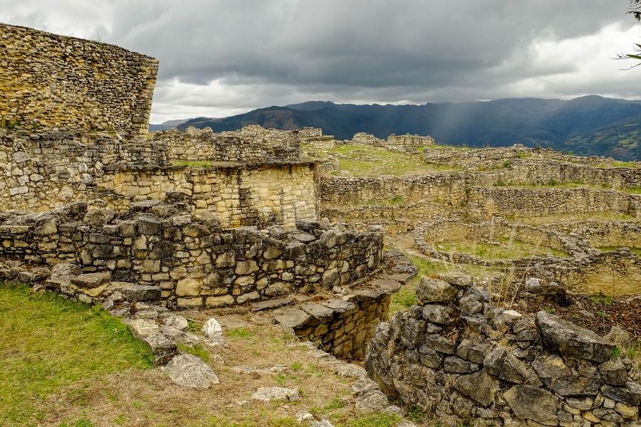 Au coeur de la forteresse de Kuelap, Chachapoyas.