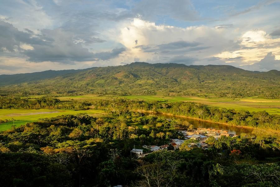 Vue depuis le mirador de Punta Tahuisco à Moyobamba au Pérou.