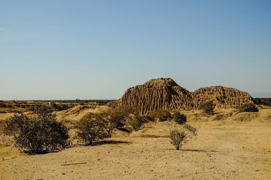 Les grandes pyramides de Tucume, au Perou.