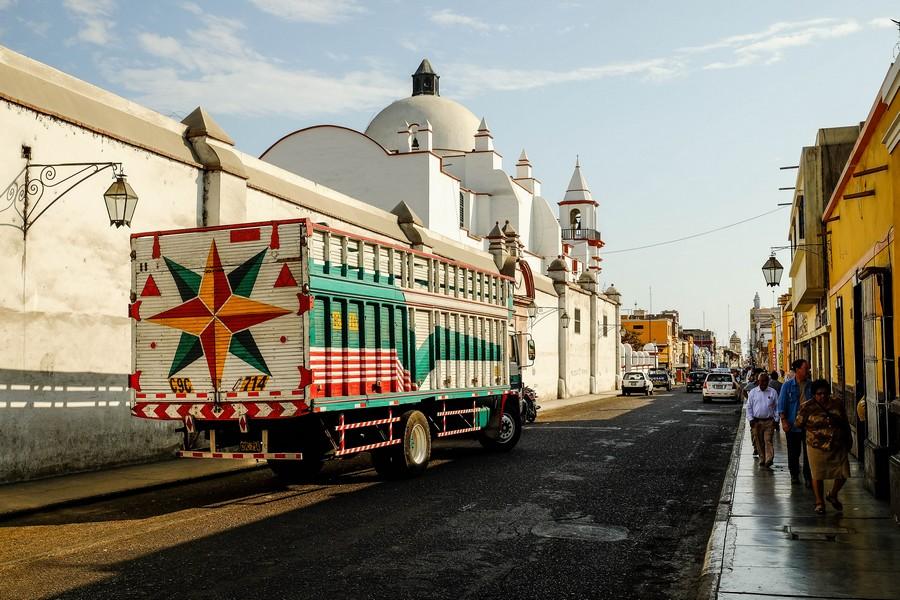 Les rues de Trujillo, au Perou.