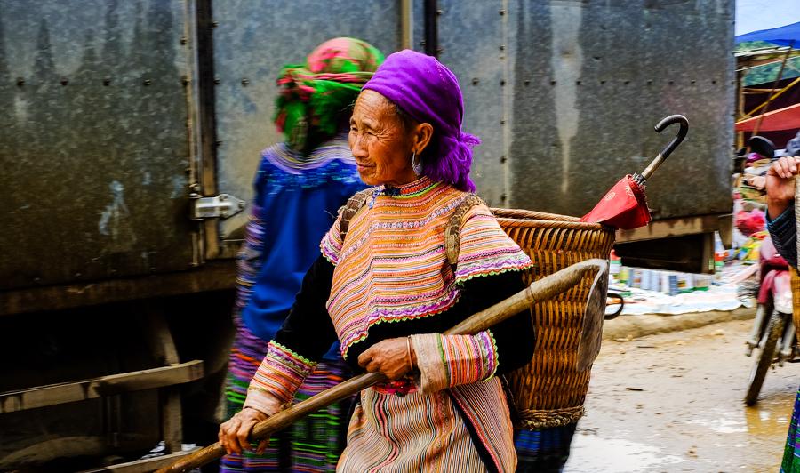 Femme de la tribu Hmong sur le marché de Coc Ly, près de Bac Ha, au Vietnam.