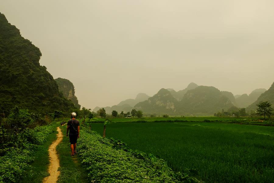 Tam Coc, la baie d'Halong terrestre au Vietnam.