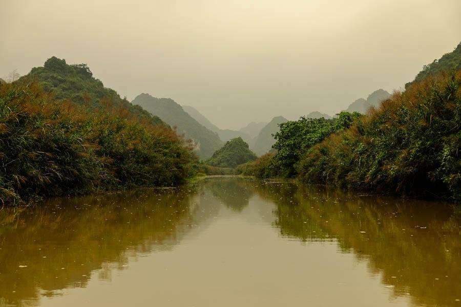 Rivière près de Ninh Binh, Vietnam.