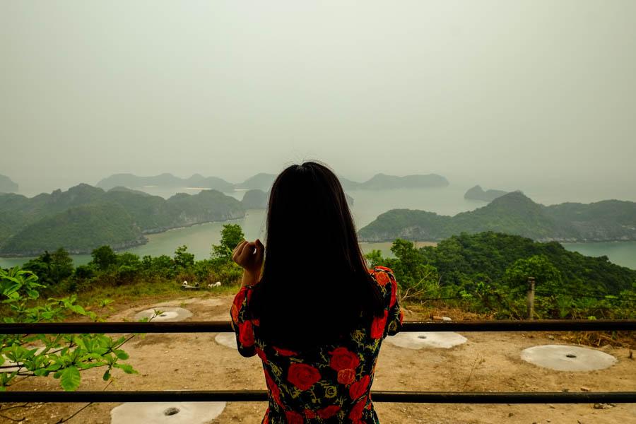 Vue sur la baie de Lan Ha, depuis l'île de Cat Ba, au Vietnam.