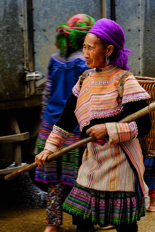 Femme Hmong au marché de Coc Ly, Vietnam.
