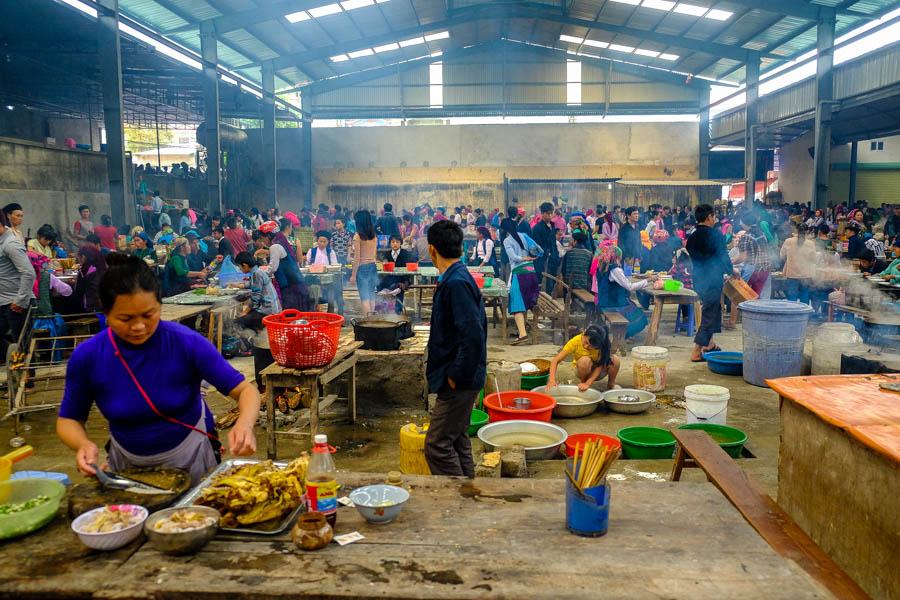 Sous la halle du marché de Meo Vac, dans le nord du Vietnam.